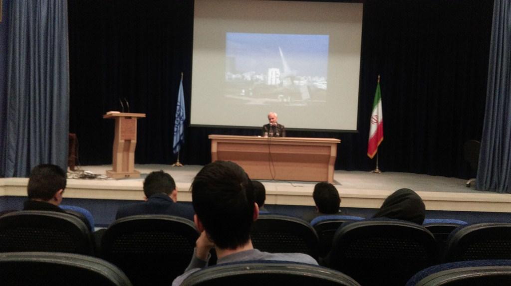 IMAG03 گزارش تصویری؛سخنرانی استاد حسن عباسی با موضوع دکترین سیاست خارجه انقلاب اسلامیو ۲۵۰۰ سال تقابل غرب با ایران