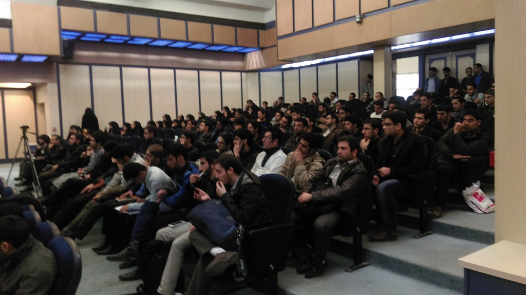 IMAG08 گزارش تصویری؛سخنرانی استاد حسن عباسی با موضوع دکترین سیاست خارجه انقلاب اسلامیو ۲۵۰۰ سال تقابل غرب با ایران
