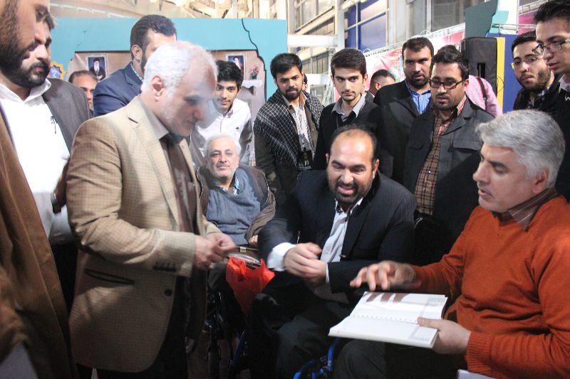 10308 حضور استاد حسن عباسی در غرفه فاش نیوز در سومین نمایشگاه رسانههای دیجیتال انقلاب اسلامی