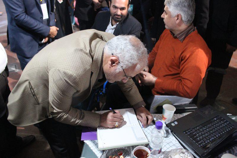 10310 حضور استاد حسن عباسی در غرفه فاش نیوز در سومین نمایشگاه رسانههای دیجیتال انقلاب اسلامی
