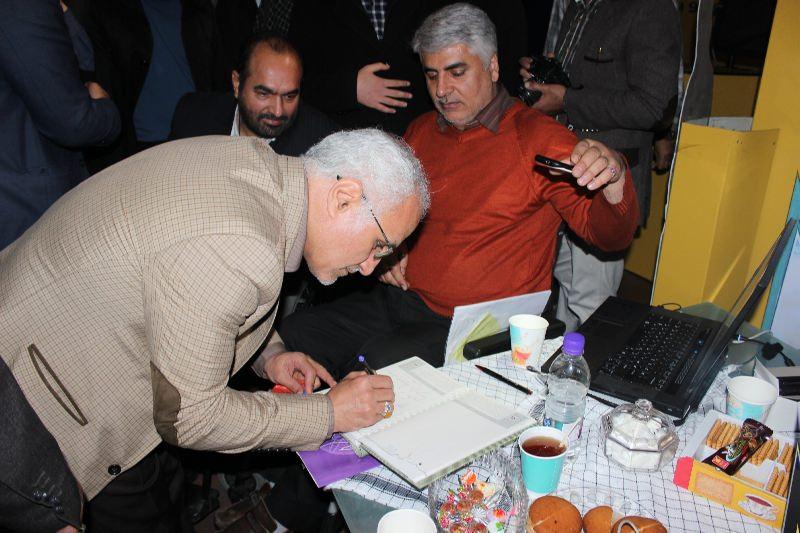 10312 حضور استاد حسن عباسی در غرفه فاش نیوز در سومین نمایشگاه رسانههای دیجیتال انقلاب اسلامی