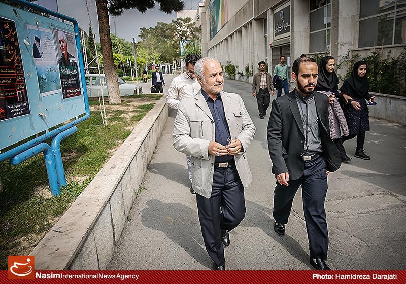 635959088733585042 به گفته عکسی؛ سخنرانی استاد حسن عباسی با موضوع سایه روشنهای دکترین ملی تکنولوژی جمهوری اسلامی ایران