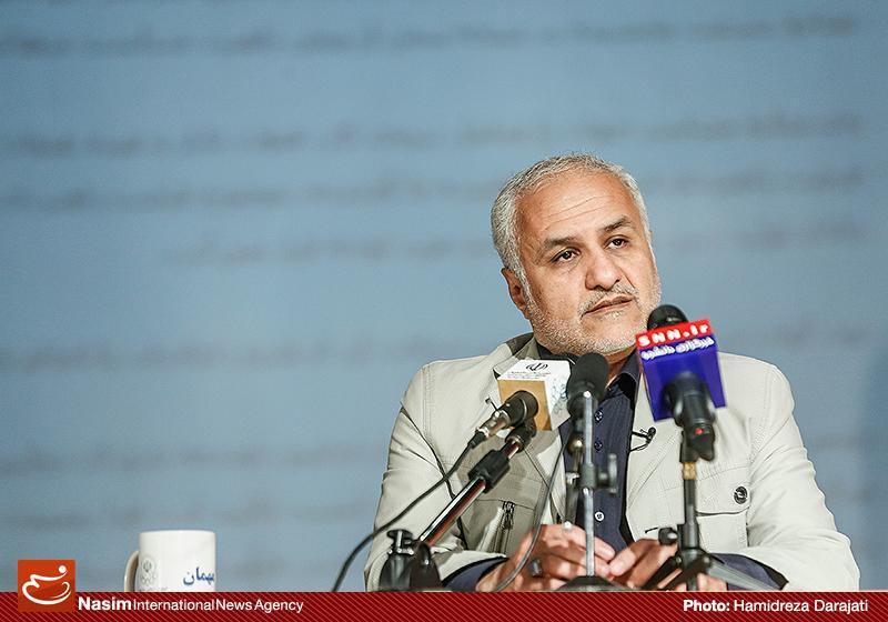 635959088814549185 به گفته عکسی؛ سخنرانی استاد حسن عباسی با موضوع سایه روشنهای دکترین ملی تکنولوژی جمهوری اسلامی ایران