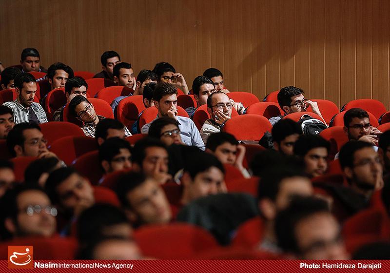 635959088858697262 به گفته عکسی؛ سخنرانی استاد حسن عباسی با موضوع سایه روشنهای دکترین ملی تکنولوژی جمهوری اسلامی ایران