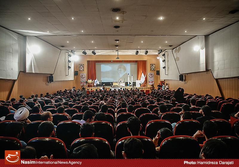 635959088872269286 به گفته عکسی؛ سخنرانی استاد حسن عباسی با موضوع سایه روشنهای دکترین ملی تکنولوژی جمهوری اسلامی ایران