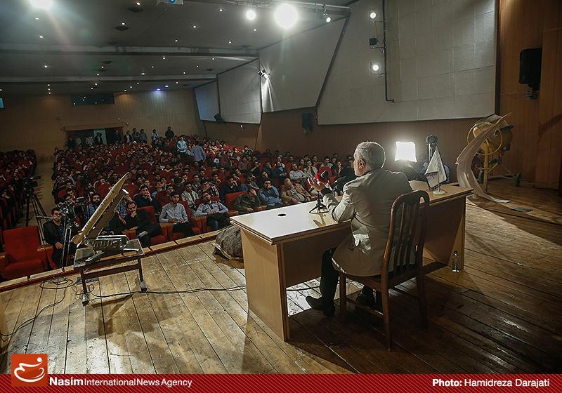 635959088901285337 به گفته عکسی؛ سخنرانی استاد حسن عباسی با موضوع سایه روشنهای دکترین ملی تکنولوژی جمهوری اسلامی ایران