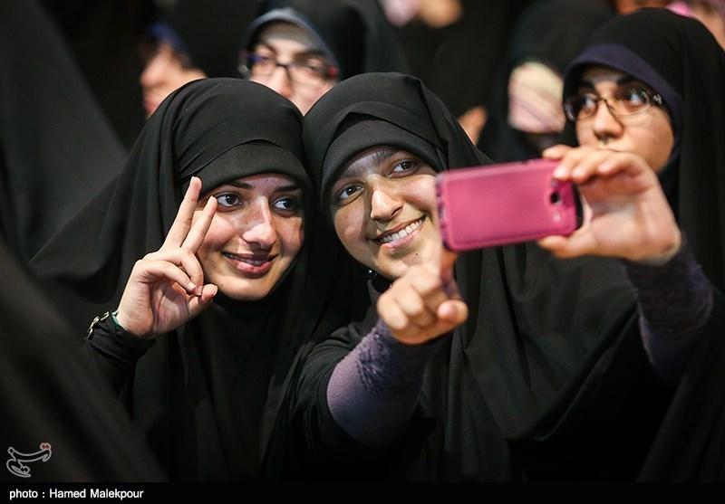 139502302235027897734014 حضور استاد حسن عباسی در جشن سهسالگی طنز سیاسی دکتر سلام