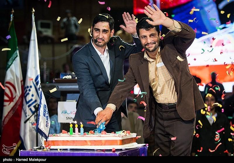 139502302235041317734014 حضور استاد حسن عباسی در جشن سهسالگی طنز سیاسی دکتر سلام