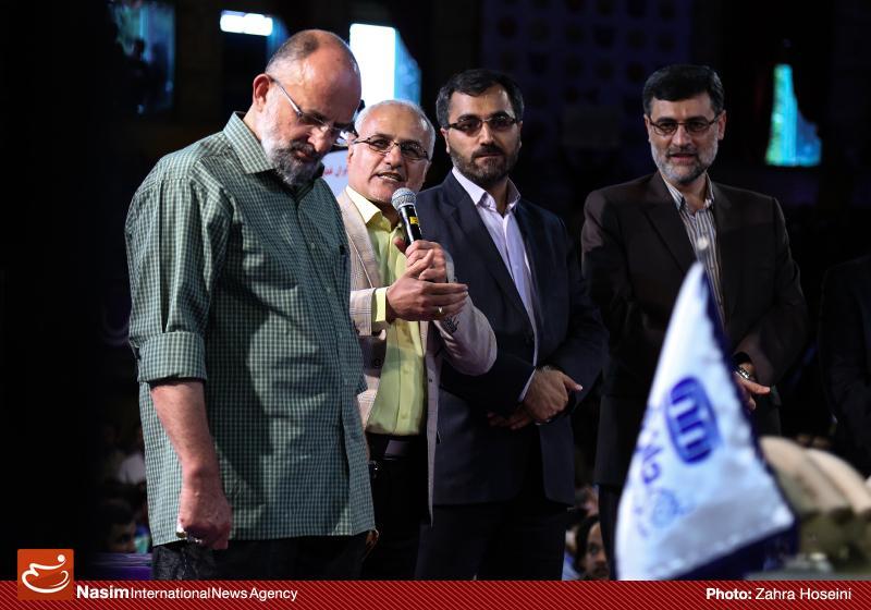 635993025749538818 حضور استاد حسن عباسی در جشن سهسالگی طنز سیاسی دکتر سلام