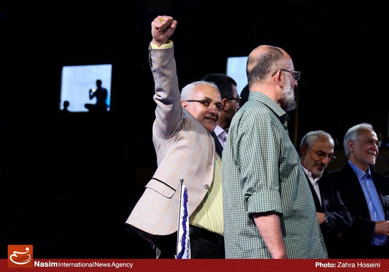 635993025757806832 حضور استاد حسن عباسی در جشن سهسالگی طنز سیاسی دکتر سلام