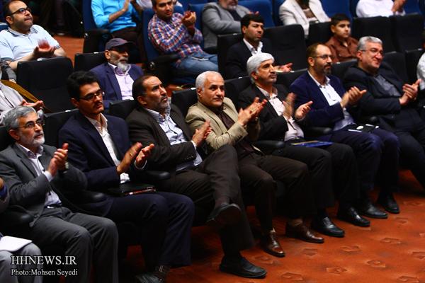20160530202508 نقل از عکسی؛ سخنرانی استاد حسن عباسی در اختتامیه دومین جشنواره بین المللی کاریکاتور «هولوکاست»