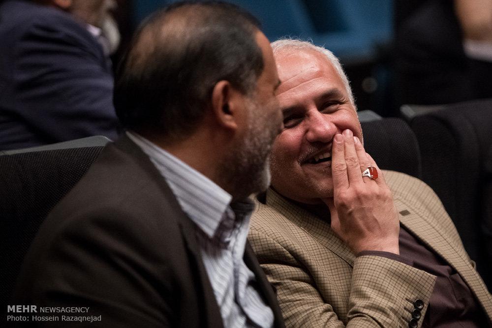 2093092 نقل از عکسی؛ سخنرانی استاد حسن عباسی در اختتامیه دومین جشنواره بین المللی کاریکاتور «هولوکاست»