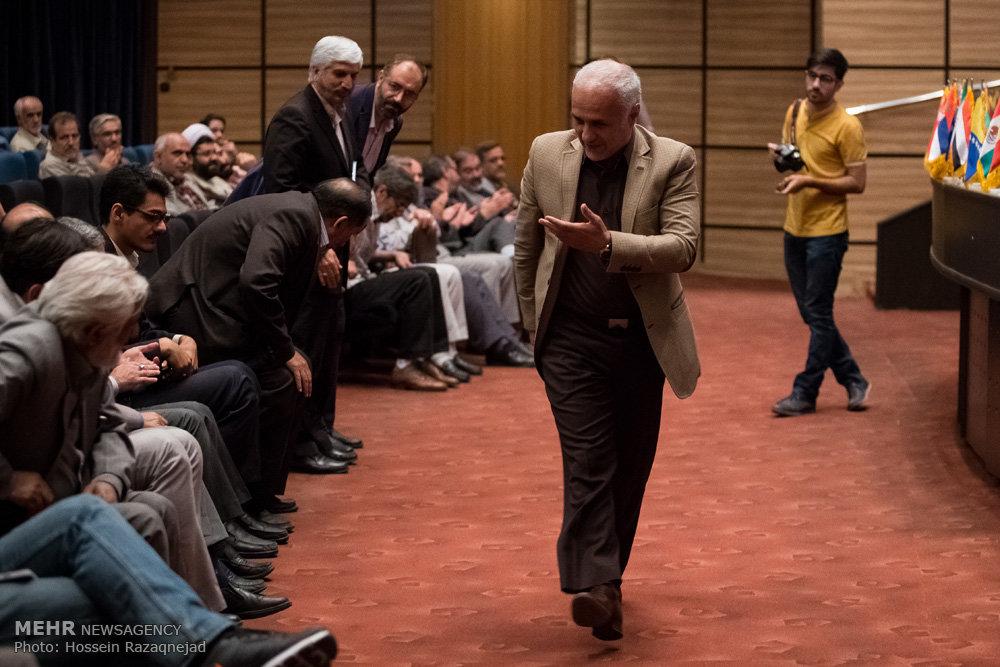 2093100 نقل از عکسی؛ سخنرانی استاد حسن عباسی در اختتامیه دومین جشنواره بین المللی کاریکاتور «هولوکاست»