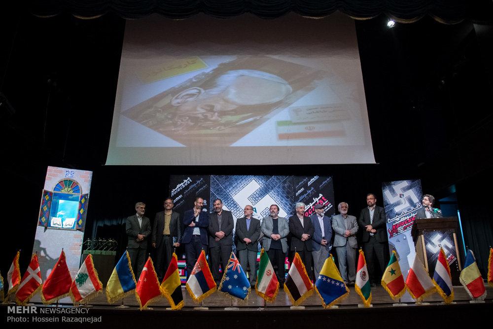 2093114 نقل از عکسی؛ سخنرانی استاد حسن عباسی در اختتامیه دومین جشنواره بین المللی کاریکاتور «هولوکاست»