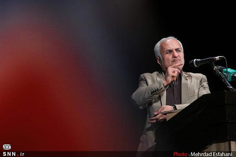 IMG22133159 نقل از عکسی؛ سخنرانی استاد حسن عباسی در اختتامیه دومین جشنواره بین المللی کاریکاتور «هولوکاست»