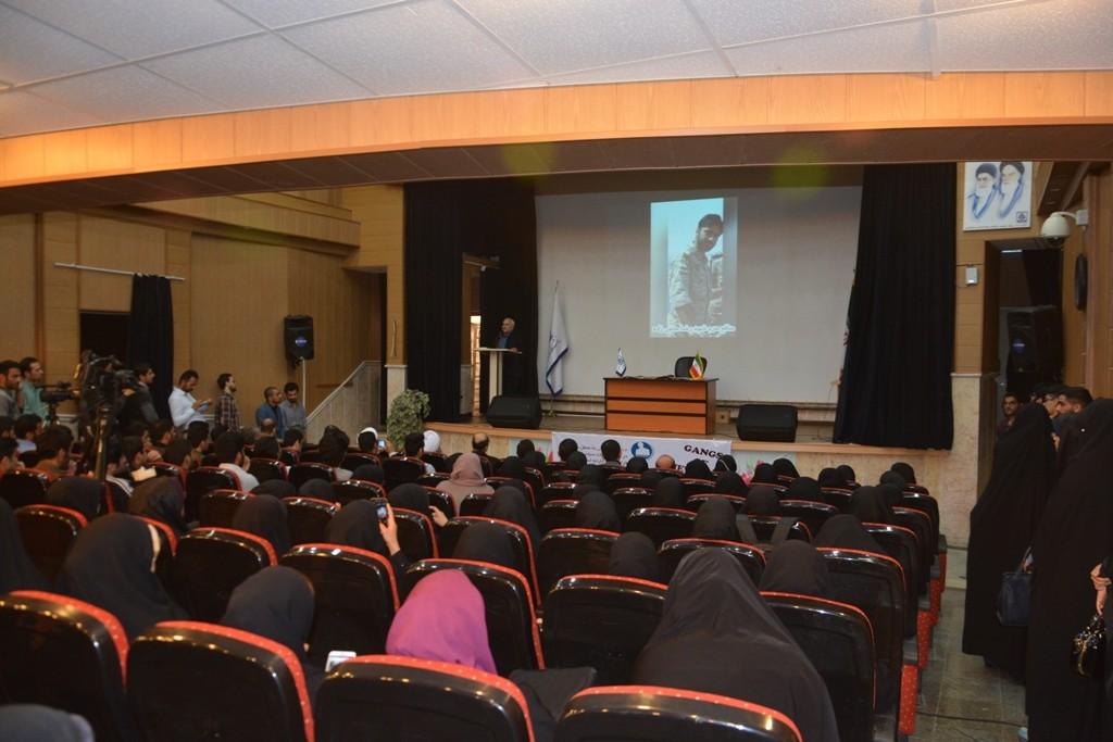 DSC 6426 نقل از عکسی؛ سخنرانی استاد حسن عباسی با موضوع مهندسی سیاسی و همچنین دار و همچنین دستهی نیویورکیها