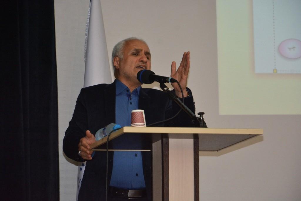 DSC 6489 نقل از عکسی؛ سخنرانی استاد حسن عباسی با موضوع مهندسی سیاسی و همچنین دار و همچنین دستهی نیویورکیها