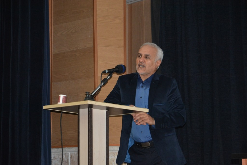 DSC 6626 نقل از عکسی؛ سخنرانی استاد حسن عباسی با موضوع مهندسی سیاسی و همچنین دار و همچنین دستهی نیویورکیها