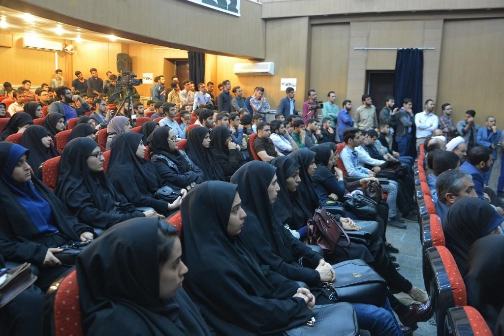 DSC 6633 نقل از عکسی؛ سخنرانی استاد حسن عباسی با موضوع مهندسی سیاسی و همچنین دار و همچنین دستهی نیویورکیها