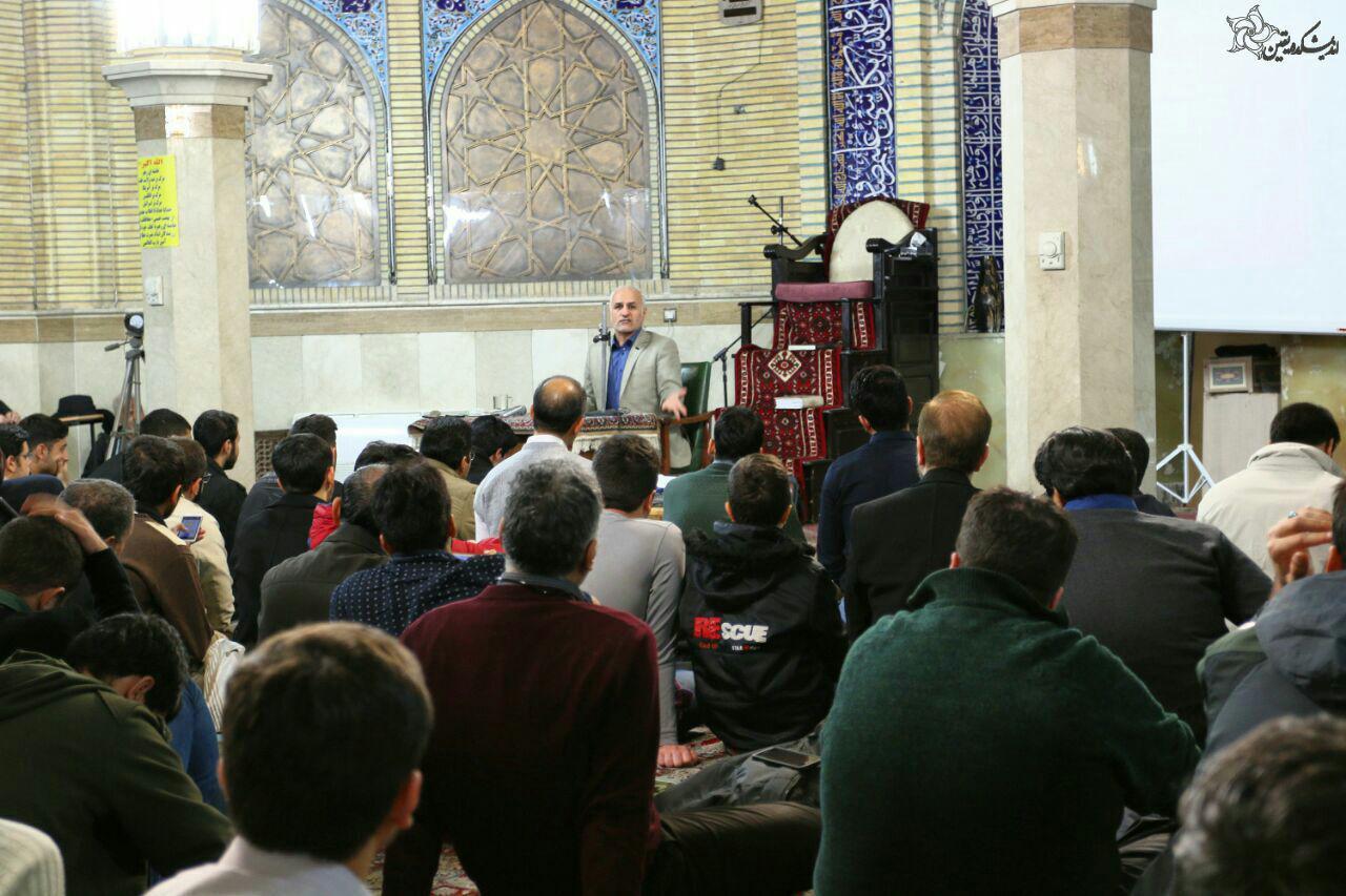 سخنرانی استاد حسن عباسی در مسجد حضرت محمد (ص) تهران - سیاست ورزی بر سر دوراهی گفتمان غربی با اسلامی