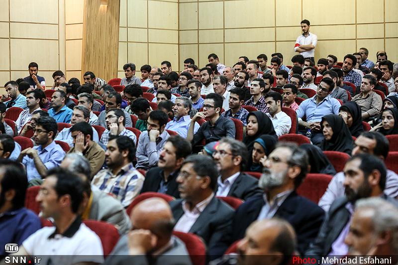 IMG21380097 به گفته عکسی؛ سخنرانی استاد حسن عباسی با موضوع جمهوری اسلامی یا جمهوری لیبرال، پیشامد جدید آن می باشد