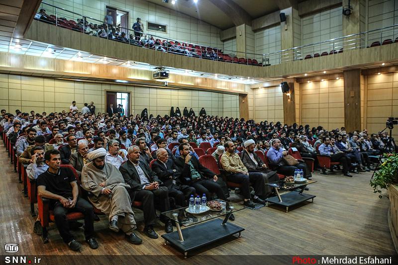 IMG21381513 به گفته عکسی؛ سخنرانی استاد حسن عباسی با موضوع جمهوری اسلامی یا جمهوری لیبرال، پیشامد جدید آن می باشد