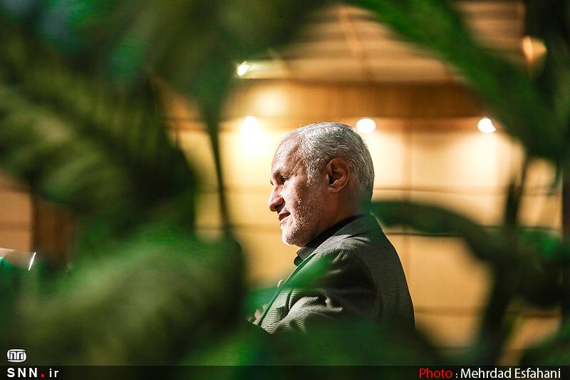 IMG21385741 به گفته عکسی؛ سخنرانی استاد حسن عباسی با موضوع جمهوری اسلامی یا جمهوری لیبرال، پیشامد جدید آن می باشد
