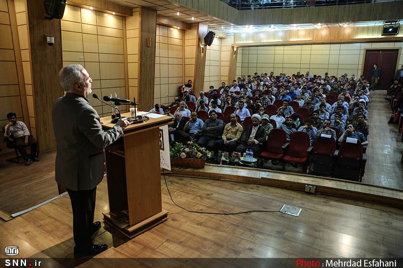 IMG21392629 به گفته عکسی؛ سخنرانی استاد حسن عباسی با موضوع جمهوری اسلامی یا جمهوری لیبرال، پیشامد جدید آن می باشد