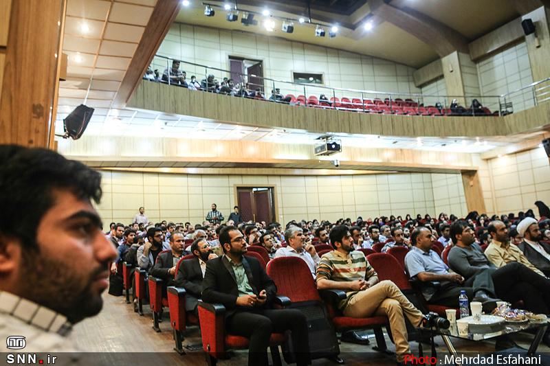 IMG21393920 به گفته عکسی؛ سخنرانی استاد حسن عباسی با موضوع جمهوری اسلامی یا جمهوری لیبرال، پیشامد جدید آن می باشد