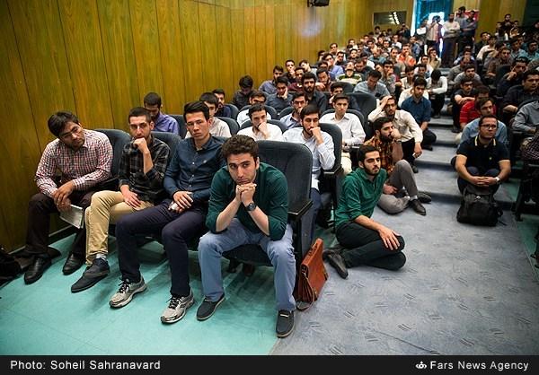 13950228163149486 نقل از عکسی؛ سخنرانی استاد حسن عباسی با موضوع من جوانی منتظرم، پس هستم!