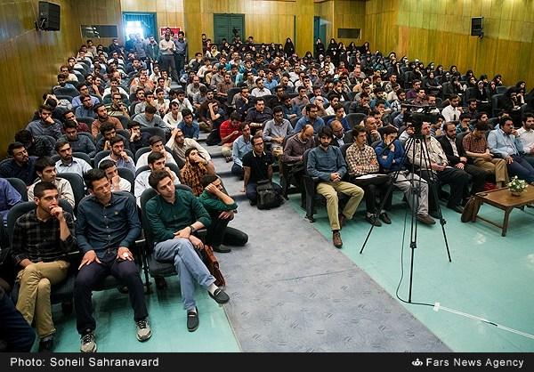 13950228163150110 نقل از عکسی؛ سخنرانی استاد حسن عباسی با موضوع من جوانی منتظرم، پس هستم!