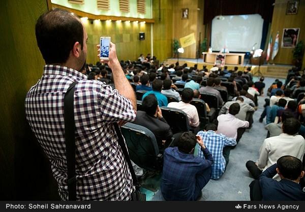13950228163150719 نقل از عکسی؛ سخنرانی استاد حسن عباسی با موضوع من جوانی منتظرم، پس هستم!