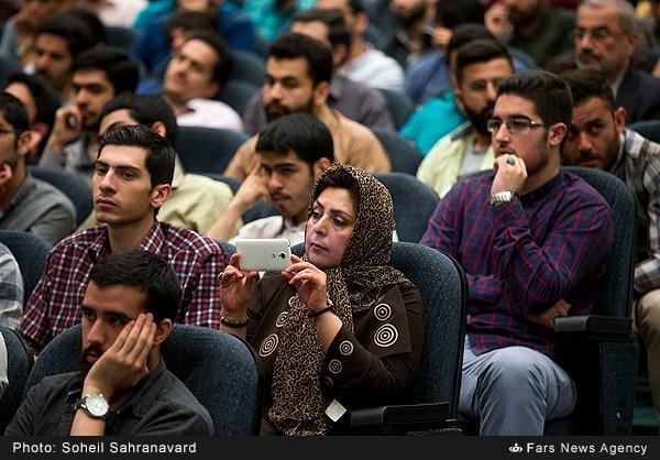13950228163154416 نقل از عکسی؛ سخنرانی استاد حسن عباسی با موضوع من جوانی منتظرم، پس هستم!