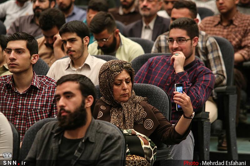 IMG21181641 نقل از عکسی؛ سخنرانی استاد حسن عباسی با موضوع من جوانی منتظرم، پس هستم!