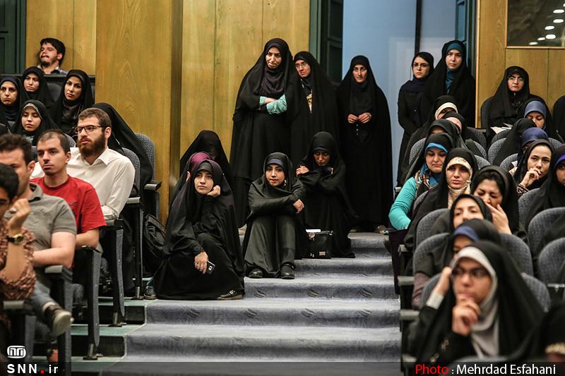 IMG21182031 نقل از عکسی؛ سخنرانی استاد حسن عباسی با موضوع من جوانی منتظرم، پس هستم!