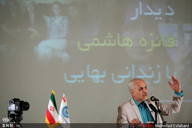 IMG21190382 نقل از عکسی؛ سخنرانی استاد حسن عباسی با موضوع من جوانی منتظرم، پس هستم!