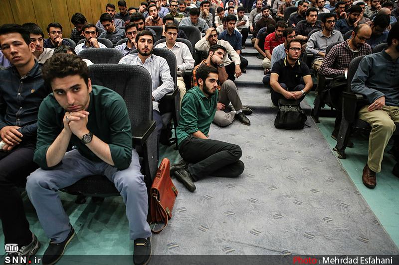 IMG21193229 نقل از عکسی؛ سخنرانی استاد حسن عباسی با موضوع من جوانی منتظرم، پس هستم!