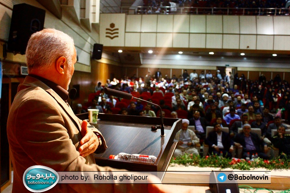 19 1 به گفته عکسی؛ سخنرانی استاد حسن عباسی با موضوع استراتژی کودک و همچنین تمدن نوین اسلامی