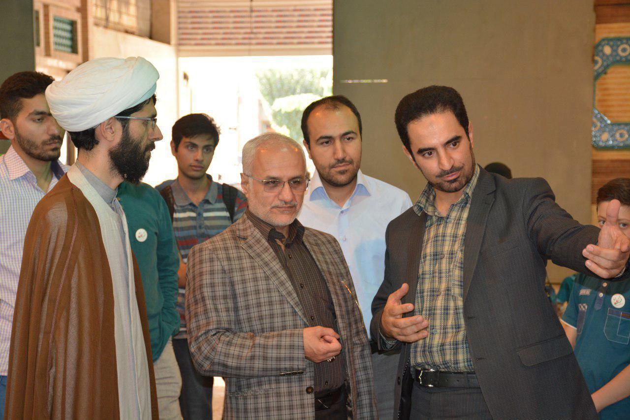 بازدید استاد حسن عباسی در از نمایشگاه ایراننوشت اصفهان