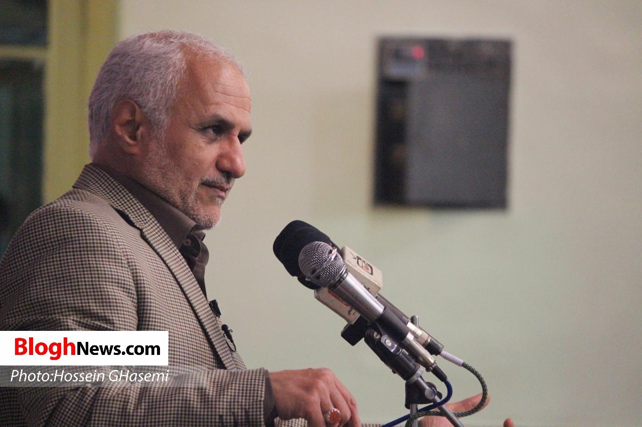 IMG 971013%20%281%29 نقل از تصویری؛ سخنرانی استاد حسن عباسی با موضوع چهلسال شمسي بصیرت و همچنين حضور