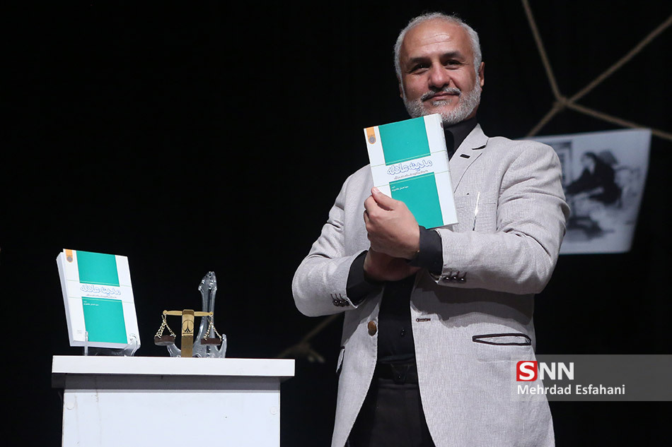 IMG 970811%20%2816%29 نقل از تصویری؛ سخنرانی استاد حسن عباسی در همایش پهناور و بزرگ سهم مستضعفین