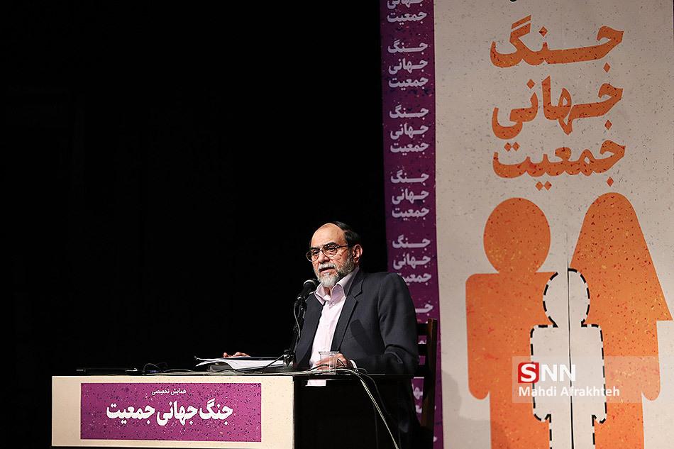 IMG 970822%20%2811%29 نقل از تصویری؛ سخنرانی استاد حسن عباسی با موضوع جنگ جهانی جمعیت