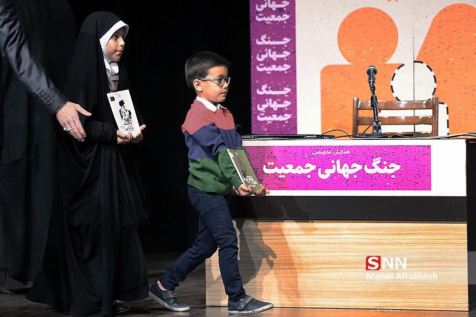 IMG 970822%20%289%29 نقل از تصویری؛ سخنرانی استاد حسن عباسی با موضوع جنگ جهانی جمعیت