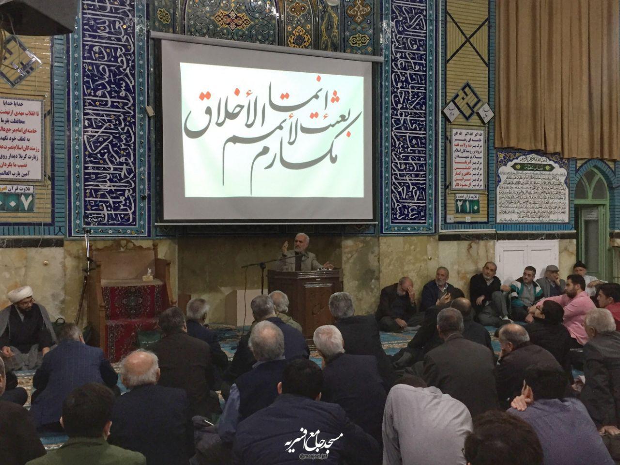 IMG 971123%20%282%29 نقل از تصویری؛ سخنرانی استاد حسن عباسی با موضوع چهل سالگی انقلاب اسلامی و همچنين افق های پیش رو