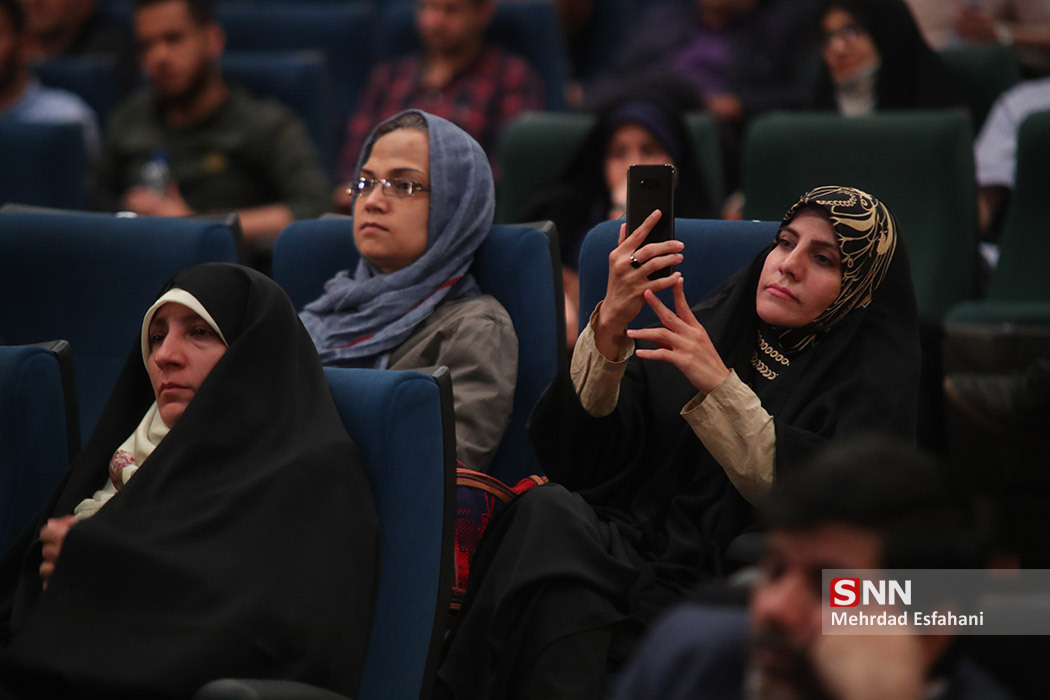 IMG 980215%20%285%29 نقل از تصویری؛ سخنرانی استاد حسن عباسی در مراسم رونمایی از مستند مکدونالدز تقدیم میکند