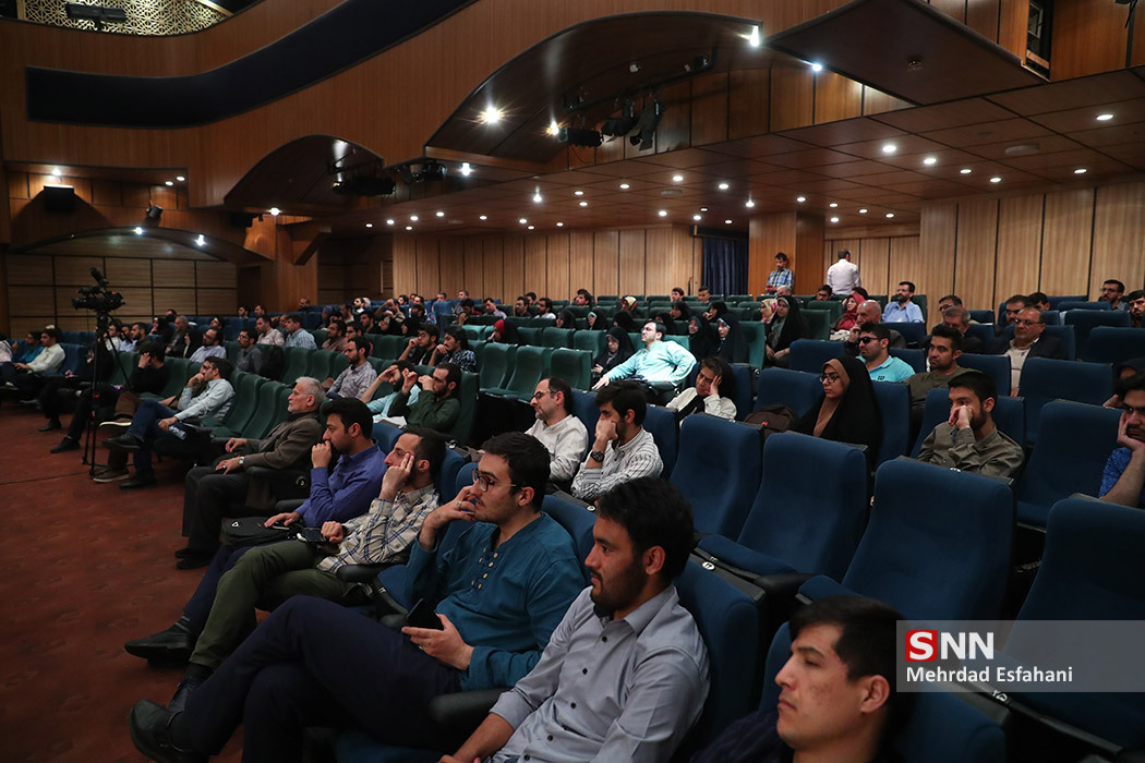 IMG 980215%20%287%29 نقل از تصویری؛ سخنرانی استاد حسن عباسی در مراسم رونمایی از مستند مکدونالدز تقدیم میکند