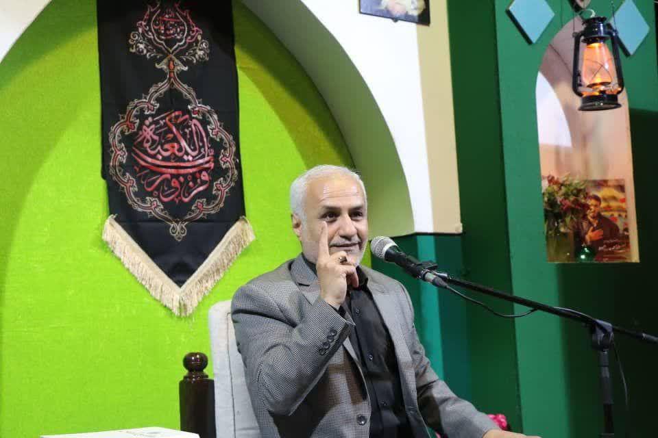 IMG 980306%20%285%29 نقل از تصویری؛ سخنرانی استاد حسن عباسی با موضوع از هبوط تا . . .